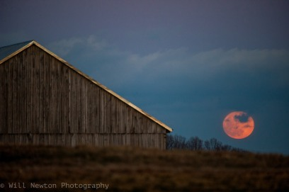 The supermoon rises on January 1, 2018 seen from Davidsonville, MD.