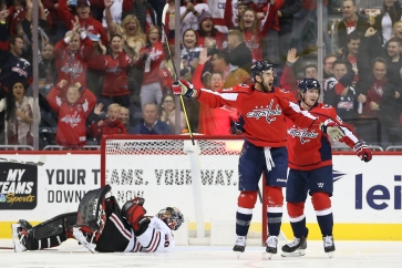 WASHINGTON, DC - NOVEMBER 21: Tom Wilson #43 of the Washington Capitals celebrates his first period goal with teammates against the Chicago Blackhawks at Capital One Arena on November 21, 2018 in Washington, DC. (Photo by Will Newton/Getty Images)