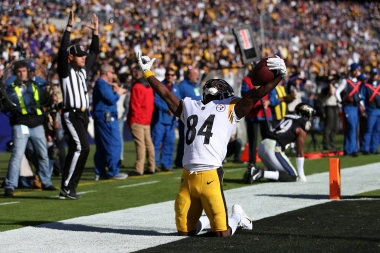 BALTIMORE, MD - NOVEMBER 04: Wide Receiver Antonio Brown #84 of the Pittsburgh Steelers celebrates after scoring a touchdown in the second quarter against the Baltimore Ravens at M&T Bank Stadium on November 4, 2018 in Baltimore, Maryland. (Photo by Will Newton/Getty Images)