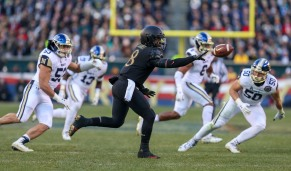 PHILADELPHIA, PA - DECEMBER 8: Kelvin Hopkins Jr. #8 of the Army Black Knights pitches the ball in front of Navy Midshipmen during the first half at Lincoln Financial Field in Philadelphia, PA on December 8, 2018. (Photo by Will Newton)